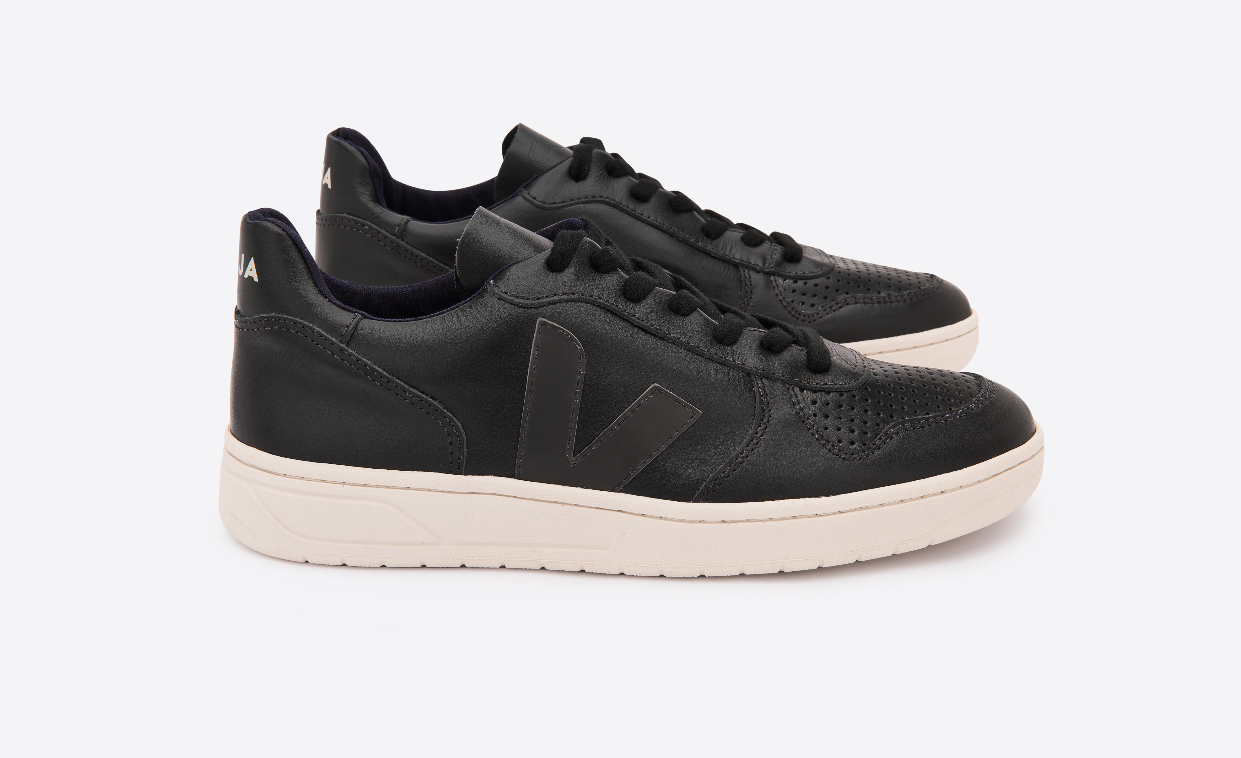 VEJA_V10_LEATHER_BLACK_BLACK_lateral_par
