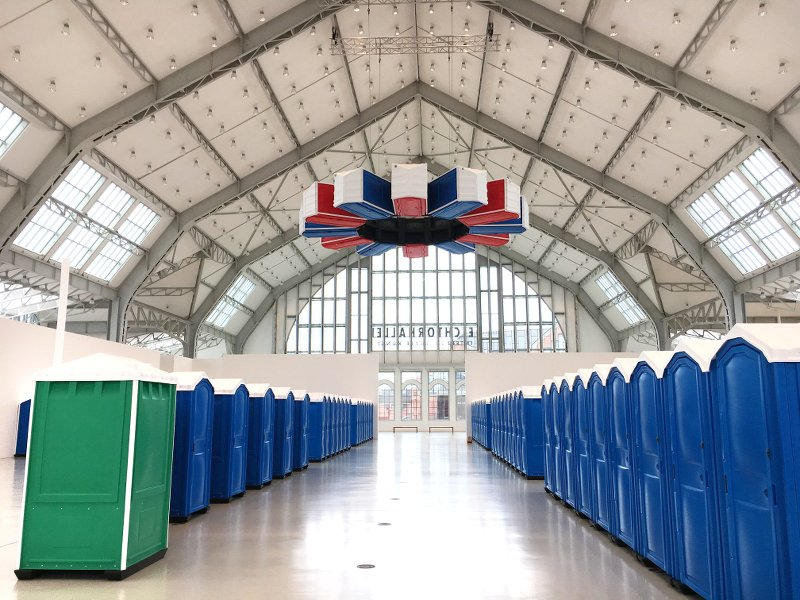 das Ü des Türhüters Deichtorhallen-Hamburg-Andreas-Slominski-Deichtorhallen