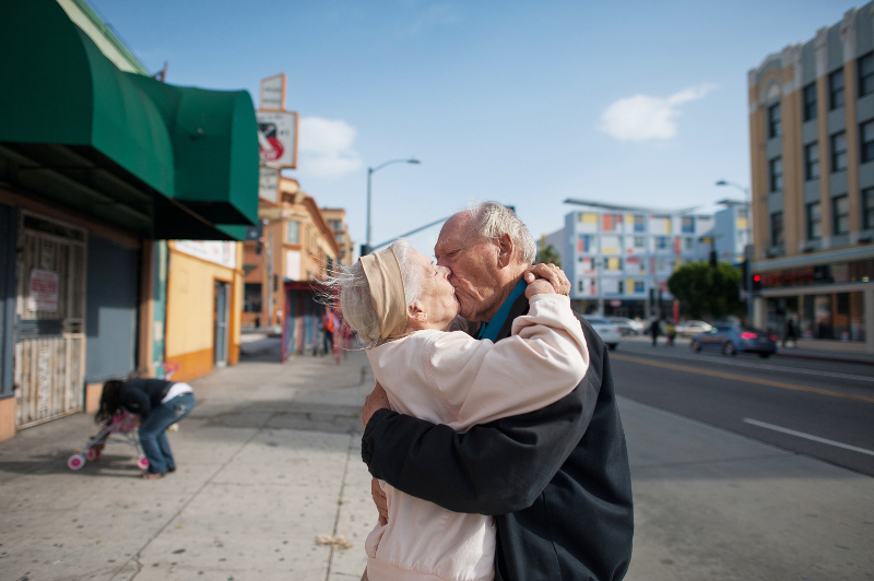 Isadora Kosofsky, erschienen in »Dummy 48/15« zum Artikel »Looovestory - Über eine Liebe zu dritt«, nominiert für einen LeadAward in der Kategorie »Reportagefotografie des Jahres«