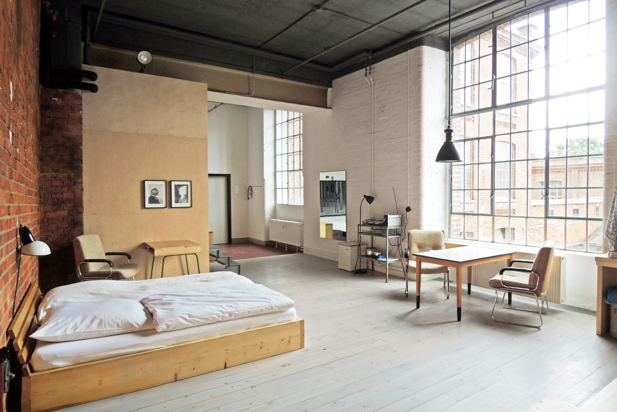 leipzig wohnen im meisterzimmer thewhynot. Black Bedroom Furniture Sets. Home Design Ideas