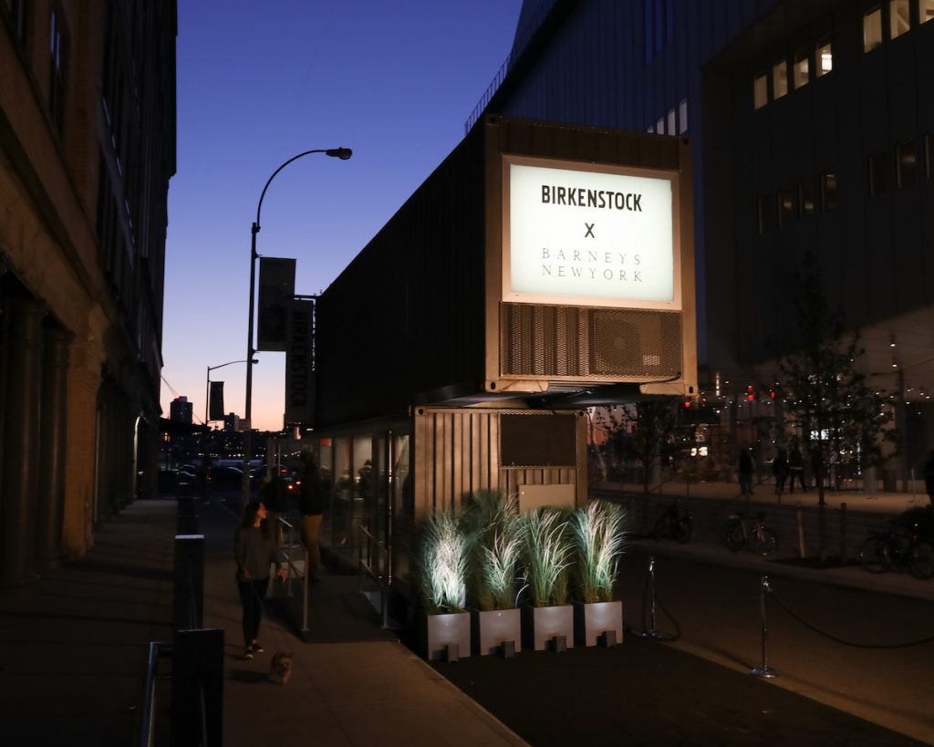 Birkenstock box bei barneys in new york thewhynot for Birkenstock store nyc