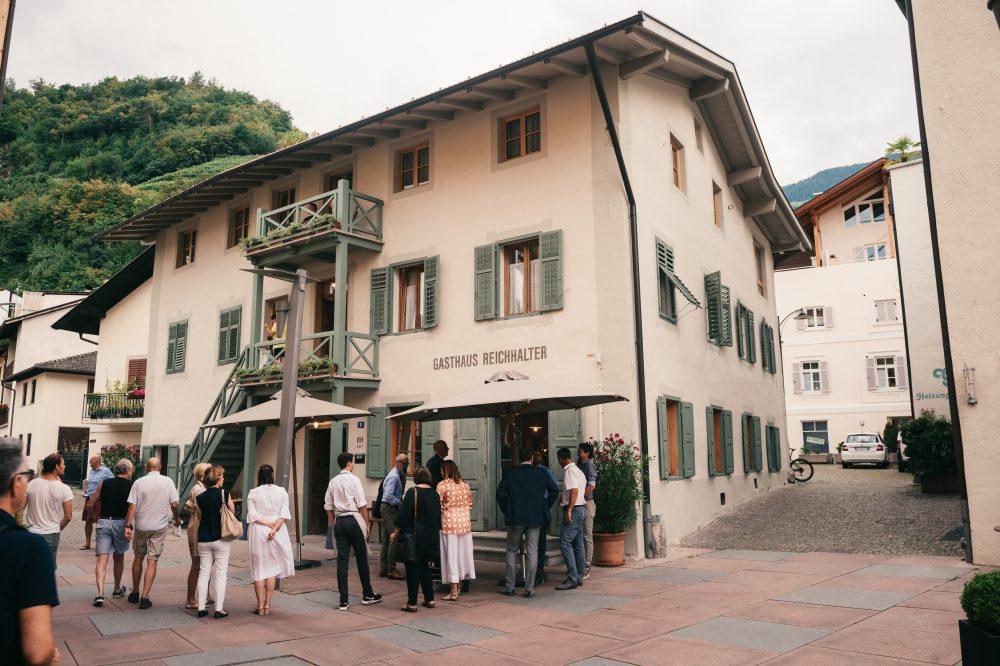 1477 Neueröffnung Gasthaus Tipp lana Südtirol Schwarzschmied